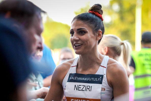Nooralotta Neziri pinkoi pronssille 100 metrillä.