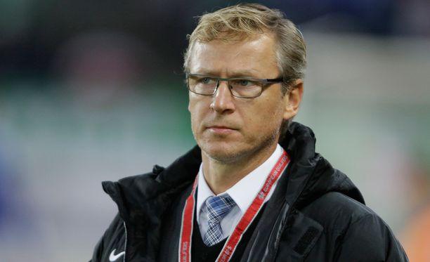 Markku Kanerva johdattaa Huuhkajat huomenna Marokon kimppuun.