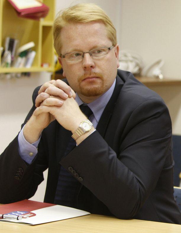 Supon kantelun on allekirjoittanut nykyinen päällikkö Ilkka Salmi.