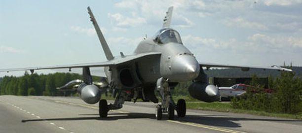 Pelastuslaitoksen mukaan leireilevät Hornetit aiheuttavat silloin tällöin vaaratilannehälytyksiä.