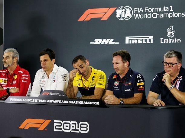 FIAn lehdistötilaisuudessa olivat paikalla Ferrarin Maurizio Arrivabene (vasemmalla), Toto Wolff, Cyril Abiteboul, Christian Horner ja Otmar Szafnauer.