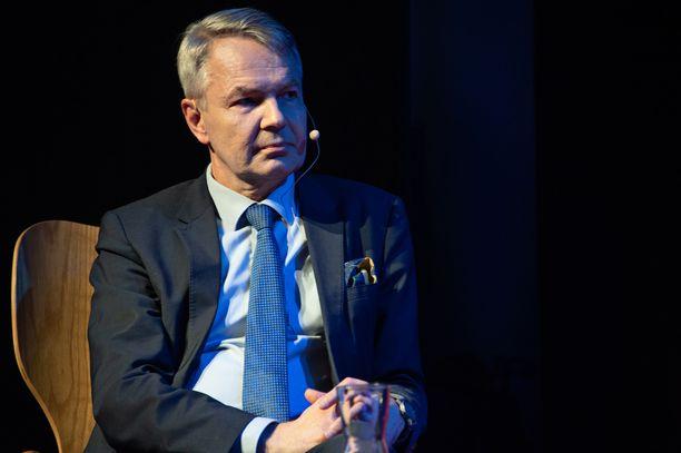 Ulkoministeri Pekka Haavisto (vihr) kiistää painostaneensa ketään Isis-lapsiasiassa.