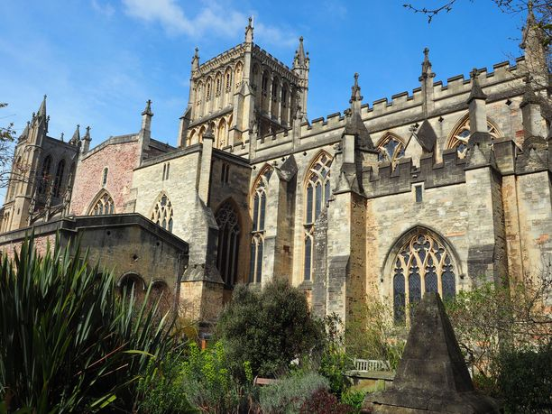Bristolin katedraali on vain yksi kaupungin nähtävyylsistä.