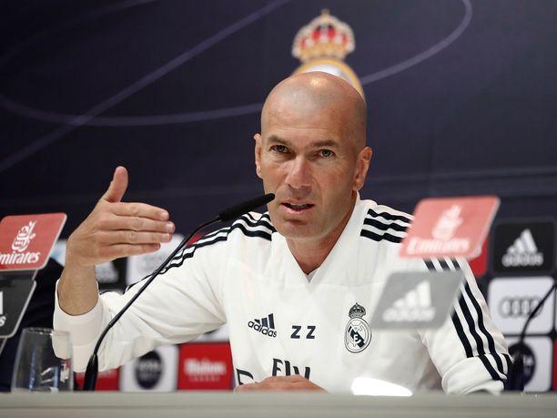 Zinedine Zidanen mukaan Real Madridille paikallispeli oli vain ystävyysottelu, mutta Atléticolle ei.