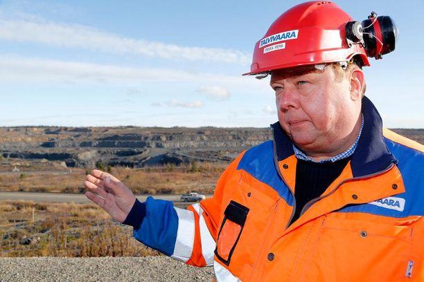 Talvivaaran Kaivososakeyhtiö Oyj on velkasaneerauksessa, mutta se maksaa toimitusjohtajalleen Pekka Perälle kovaa palkkaa. Viime vuonna Perä kuittasi yhtiöltä 315 000 euron vuosipalkan, eli 26 250 euroa kuukaudessa.