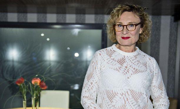Hanna Sumari kertoo blogissaan TV-työntekijän arjesta, johon kuuluvat myös itse-epäilyt.