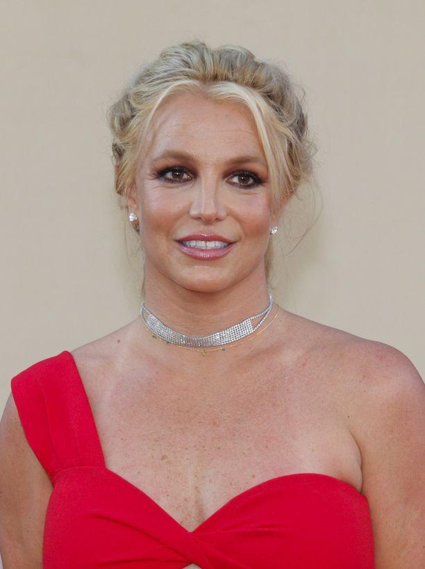 Britney Spears on innostunut kuntoilemaan poikaystävänsä avustuksella.