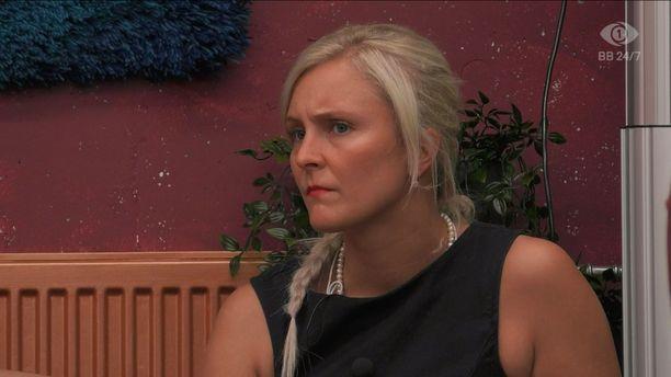Anu kertoi tapailleensa miestä ulkomaailmassa. BB-talossa hän on ollut läheisissä tunnelmissa Helmerin kanssa.