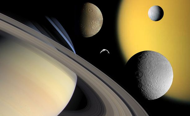 Saturnuksella tunnetaan yhteensä 62 kuuta. Suurin niistä on Titan. Se on ainoa kuu Aurinkokunnassa, jolla on myös merkittävä kaasukehä.