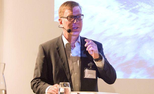 Ylen vastaava päätoimittaja Atte Jääskeläinen Sanomalehtien liiton paneelissa vuonna 2015.