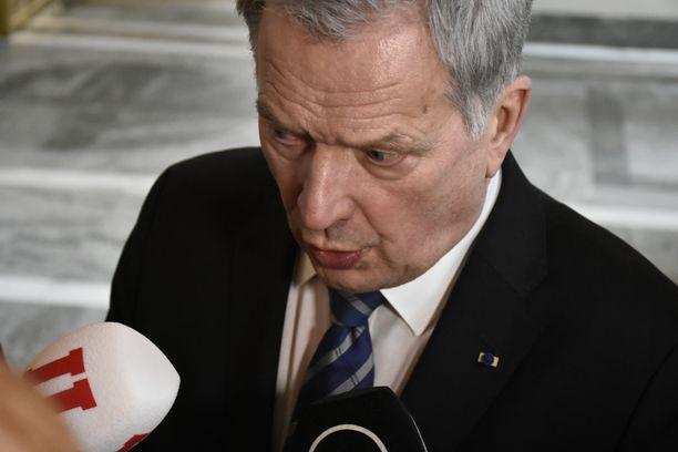 – Sanottakoon nyt selvästi: kannatan voimakkaasti EU:n yhteisen ulko- ja turvallisuuspolitiikan vahvistamista silläkin uhalla, että se vähentäisi tasavallan presidentin valtaoikeuksia, Niinistö sanoo.
