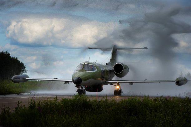Suurin osa lennoista lennettiin Ilmavoimien Learjet-suihkukoneilla.