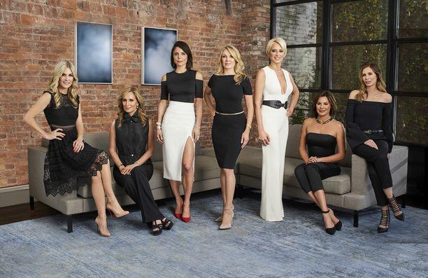 Luannin (2. oik.) lisäksi 10. tuotantokautta tähdittävät Tinsley, Sonja, Bethenny, Ramona, Dorinda ja Carole, jota ei nähdä mukana enää tulossa olevalla 11. kaudella.