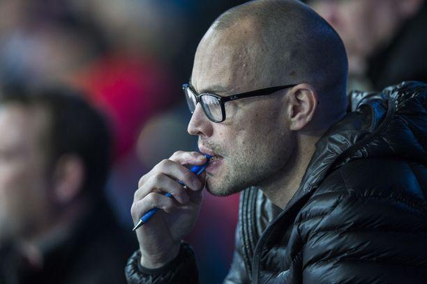 Jarkko Ruutu auttaa työkseen nuoria NHL-varauksia.
