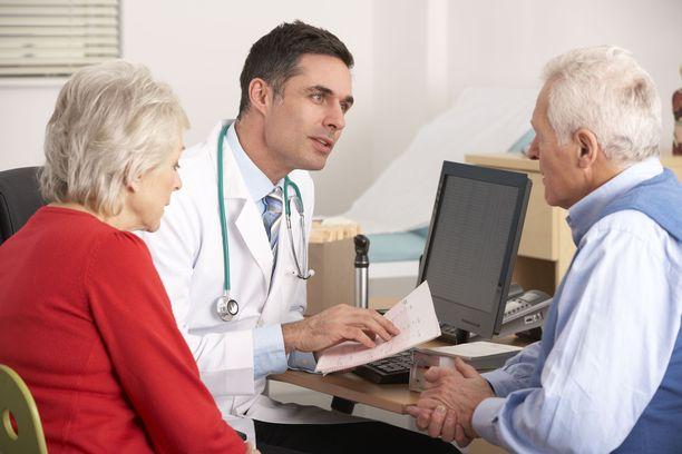 Virtsavaivaisen miehen saa hakeutumaan lääkärille usein vasta vaimo. Kovin pitkään virtsavaivoja ei komplikaatioriskin takia kannata katsella.