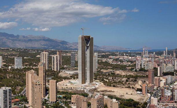 In Tempo -pilvenpiirtäjä erottuu selkeästi Benidormin kaupunkinäkymästä.