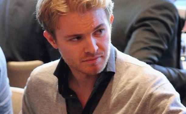 Nico Rosberg tsemppasi Schumia Twitterissä.
