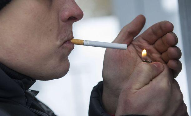 Tupakointi aiheutti maailmantaloudelle noin 1,3 biljoonan euron menetykset vuonna 2012, ilmenee tuoreesta selvityksestä.