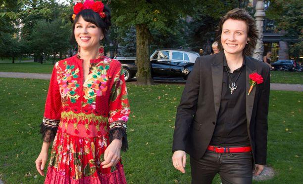 Eliya ja Katariina ovat seurustelleet noin vuoden. Kaksikolla on 18 vuotta ikäeroa.