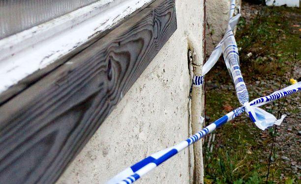 Kaksosvauvat syntyivät rakennuksessa Klaukkalassa.