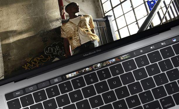 MacBook Prossa näppäimistöstä löytyy jo oma kosketusalueensa.