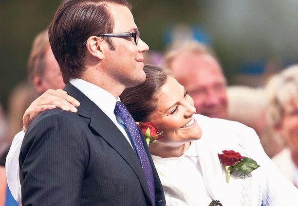 Victoria ja Daniel voivat rentoutua ja kysellä viime hetken vinkkejä nuorilta kuninkaallisilta ennen hääpäivää.