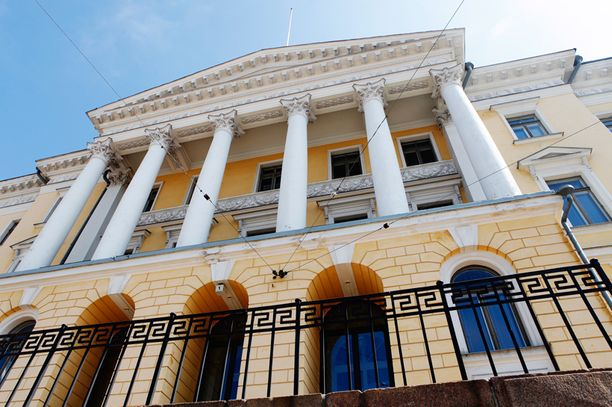 Valtioneuvoston linnassa ei puntti tutise, vaikka Standard & Poor's pudotti Suomen valtion luottoluokitusta.