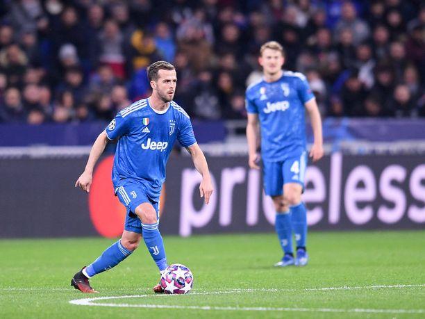 Miralem Pjanić pelaa kauden loppuun vielä Juventuksessa, jonne mies siirtyi vuonna 2016.