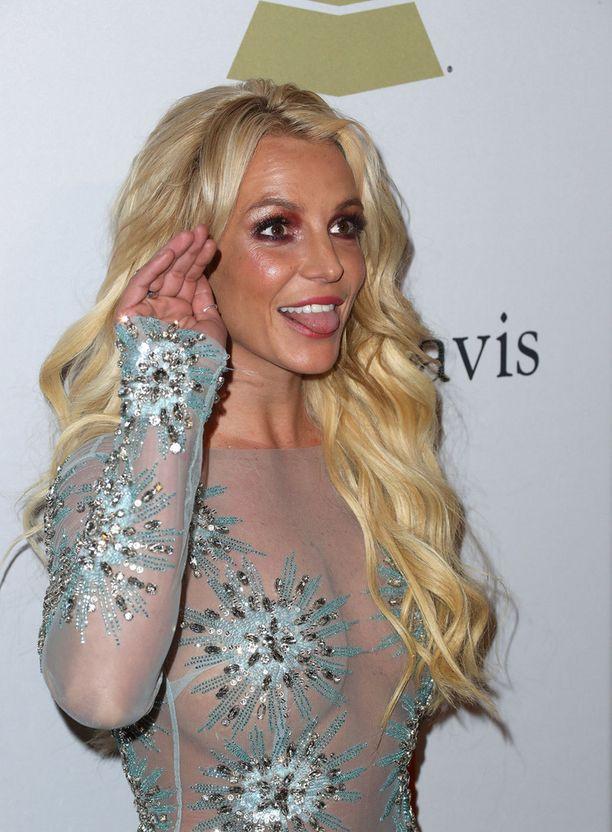 Britney Spears näyttää kieltä moisille heitoille.