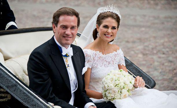 Madeleine ja Chris vihittiin Tuhkolmassa 8. kesäkuuta 2013.