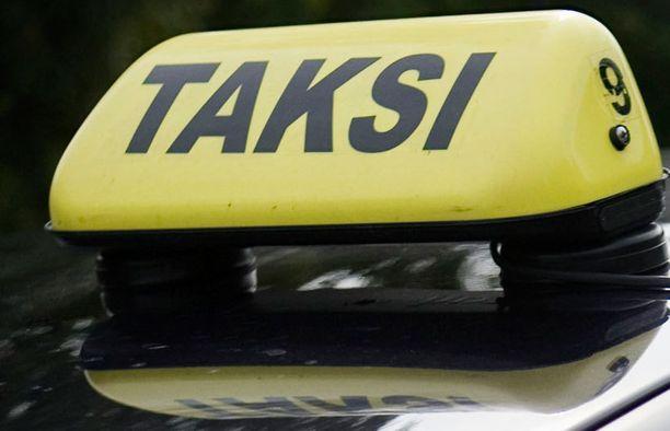 Aluksi osa takseista odotti rahojaan jopa kuukausia.