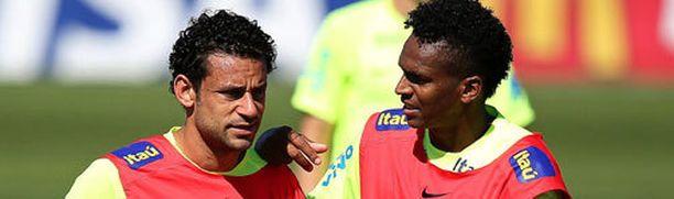 Goldman Sachsin mukaan Fredin (vas.) ja Jón edustama Brasilia juhlii kotikisoissaan MM-kultaa.