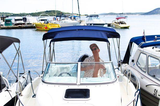 Valelomailijoita Havaijille vetää myös saaren ympäristössä tapahtuvat veneajelut.