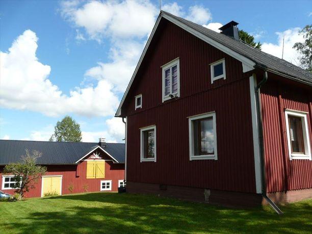 Talossa on kunnan vesiliittymä ja sähköliittymä. Talon hinta on 49 500 euroa.