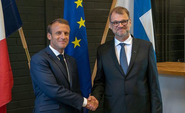 Ranskan presidentti Emmanuel Macron todellakin osaa hurmauskeinot, niin poliitikkojen, kansan kuin mediankin, kirjoittaa Iltalehden toimittaja Kreeta Karvala.