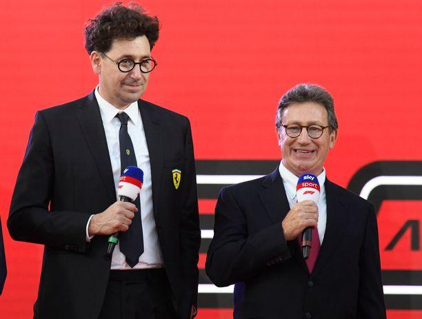 Ferrarin tallipäällikkö Mattia Binotto (vasemmalla) ja toimitusjohtaja Louis Camilleri isännöivät keskiviikkona Maranellossa järjestettyä joululounasta.