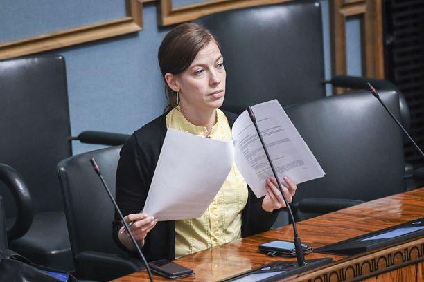 Li Anderssonin mukaan hallitus ei ole puhunut syyslukukauden aikaistamisesta.