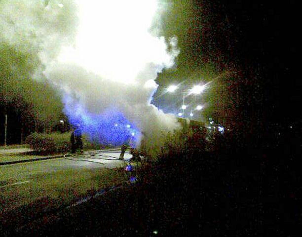 Bussi syttyi tuleen kesken ajon Espoossa. Kukaan ei loukkaantunut palossa.