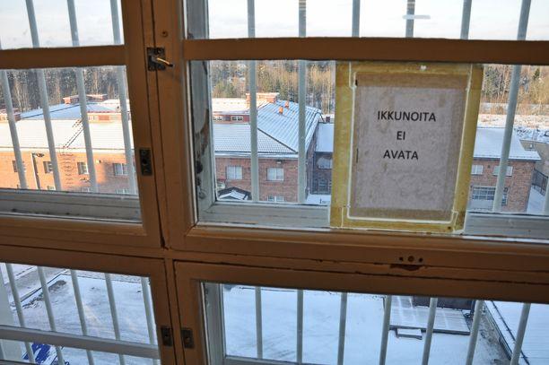 Elinkautisvanki voidaan vapauttaa aikaisintaan hänen istuttuaan vankilassa 12 vuotta. Kuva Riihimäen vankilasta.