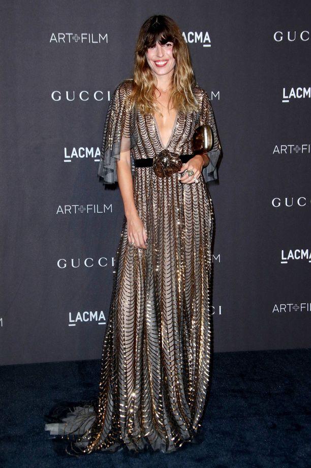 Lou Doillonin kimallusmekko on ihanan överi! Glamouria huokuva mekko näyttää huolettoman boheemilta, kun jätät hiukset ja meikin luonnollisemmaksi.