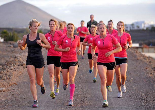 Tiimi harjoitteli vuoden ajan Lanzarotella. Juoksutreeneissä mukana oli valmentaja Fernando Sales.