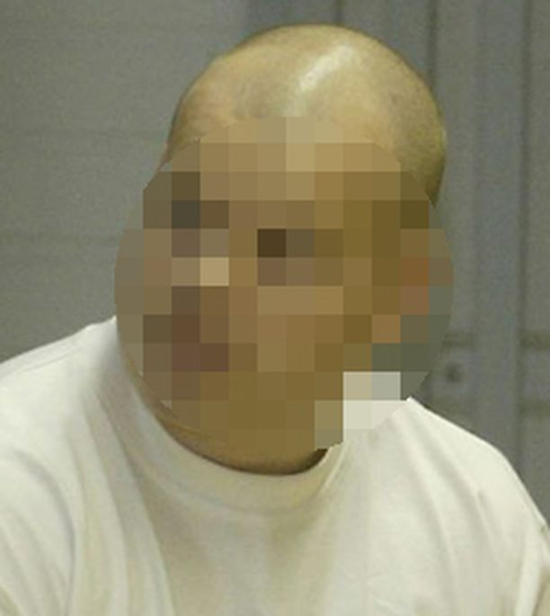 Taekwondo-valmentaja vastasi syytteisiin seksuaalirikoksista Oulun käräjäoikeudessa elokuussa 2006.