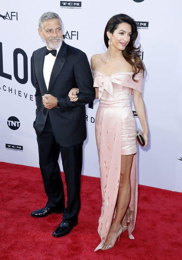 Clooneyt AFI:n palkintogaalassa 7.6.2018. Aviopari meni naimisiin vuonna 2014 Italiassa.