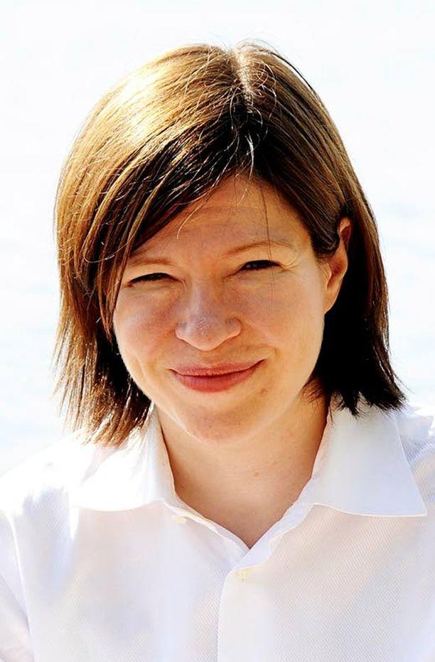 Nuorisotyöttömyyden hoidossa työministeri Anni Sinnemäen olisi syytä katsoa kriittisesti peiliin.
