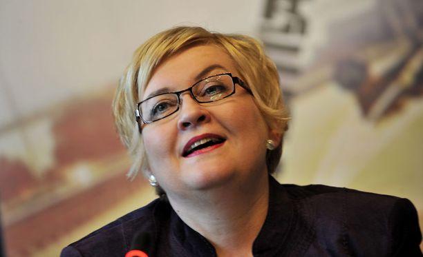 Liikeneministeri Anu Vehviläisen mukaan autonomistajille halutaan tuoda valinnanvapautta.