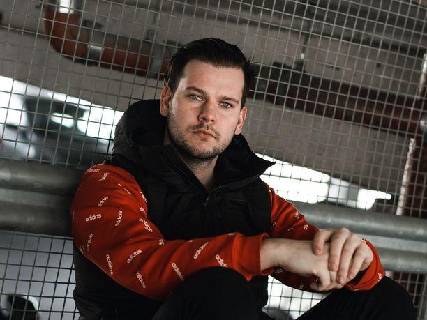 Ville Pitkänen on jättänyt uhkapelaamisen taakseen. Nyt hän tukee muita peliriippuvaisia.