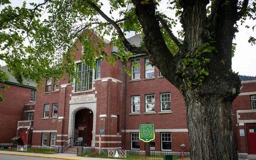 Kanadassa tehty järkyttävä löytö koulun pihalta: yli 200 lapsen joukkohauta