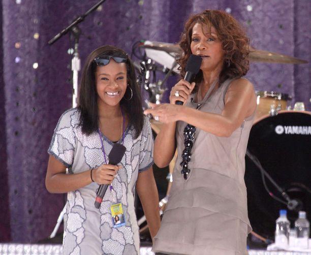 Bobbi Kristina ja Whitney esiintyivät yhdessä vuonna 2009.