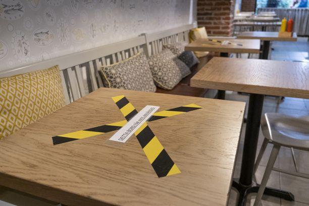 Ravintolassa olleita pyydetään ottamaan yhteyttä tartuntatiimiin. Kuvituskuva.