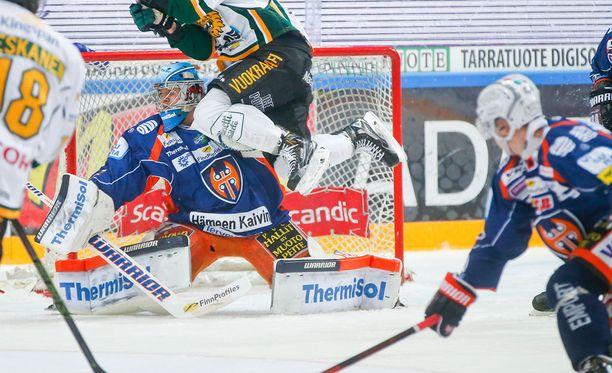 Dominic Hrachovina matkaa kahden pelin ajaksi Hämeenlinnaan.